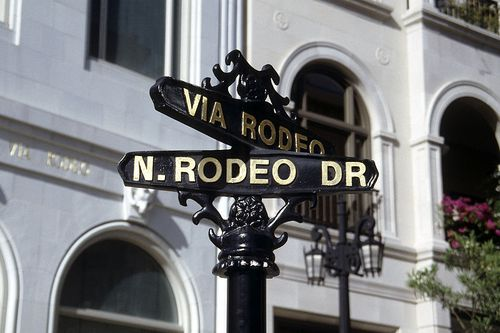 800px-Rodeo_drive_street_sign-93
