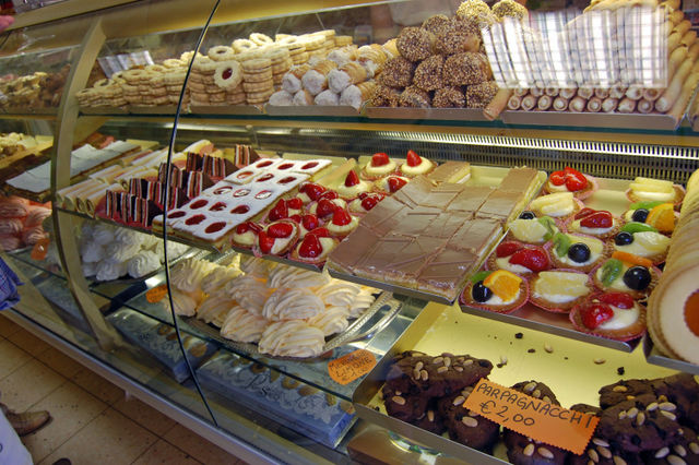 Italy Cakes And Pastry